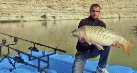 Carpfishing from the shore ont the ebro river into the camping