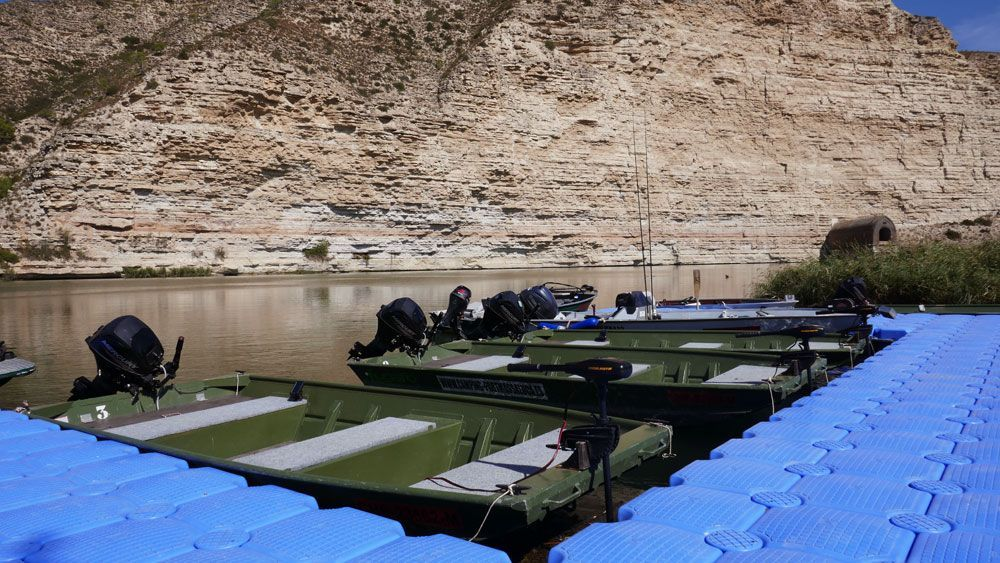 Boats-camping-fishing-ebro