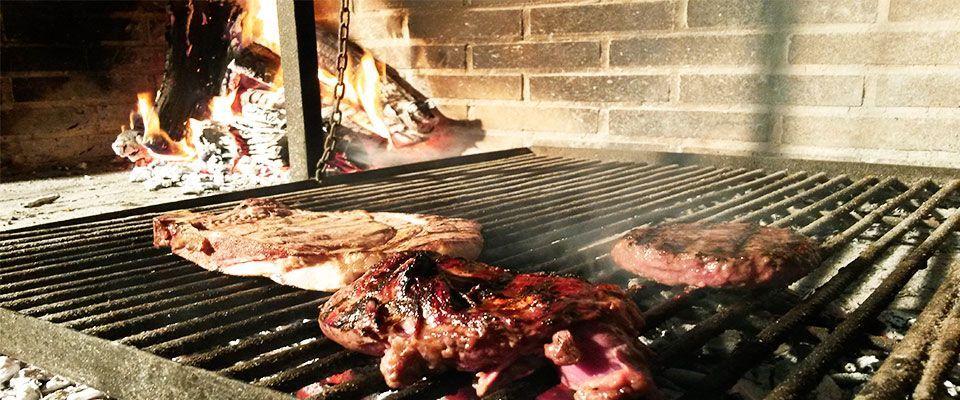 especialistas en cocina a la brasa en el restaurante del camping portmassaluca